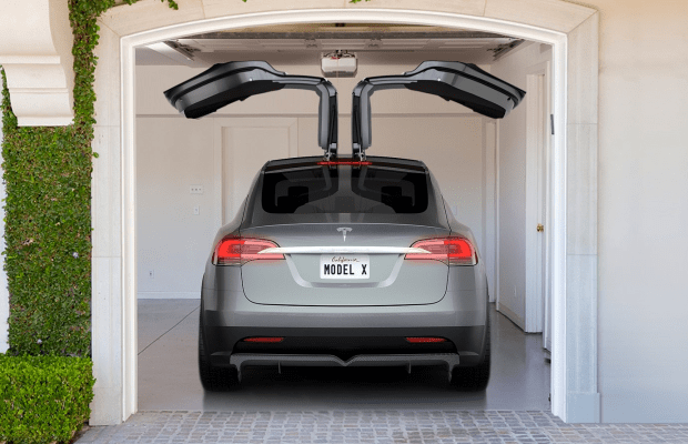 Here's What Happens When You Open Tesla Model X's Falcon Doors In A Tight Parking Spot
