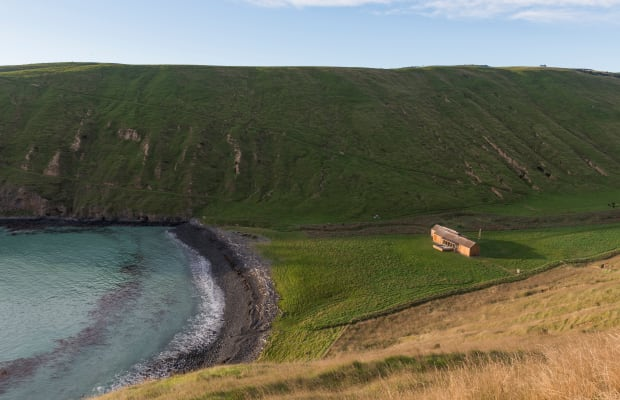 This Isolated New Zealand Beach House Luxuriates in Complete Privacy