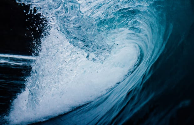 Fall in Awe of These Mesmerizing Wave Cinemagraphs
