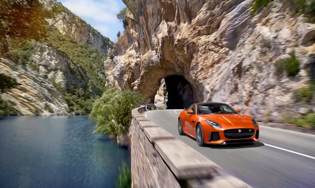 Jag_FTYPE_SVR_Coupe_Location_170216_07_(126545).jpg