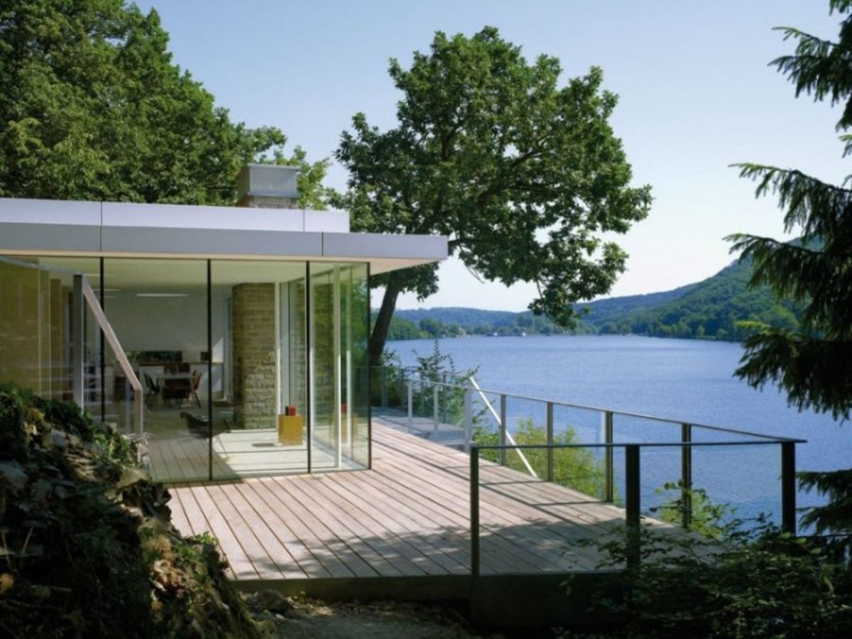 Deck-space-outside-the-Lake-House