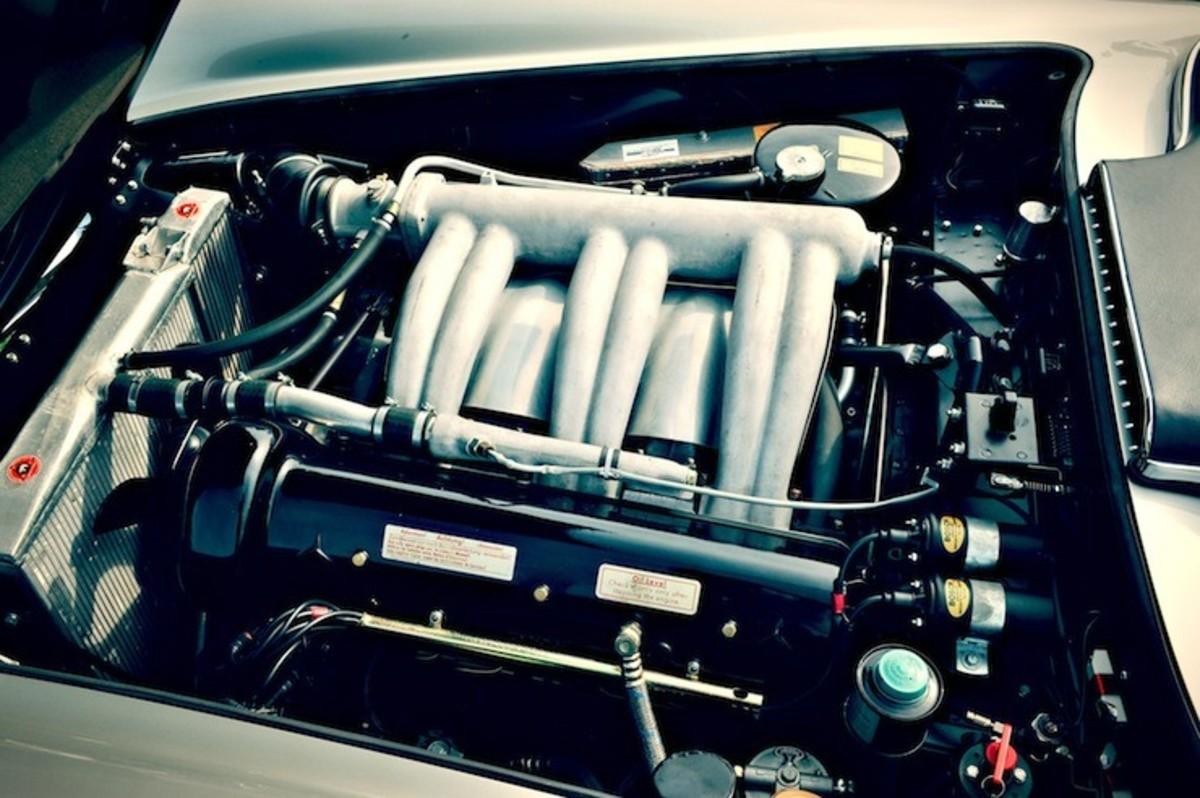 Mercedes-Benz-300-SLS-Racing-engine