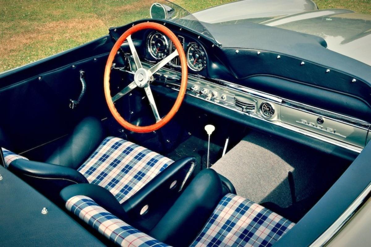 Mercedes-Benz-300-SLS-Racing-interior