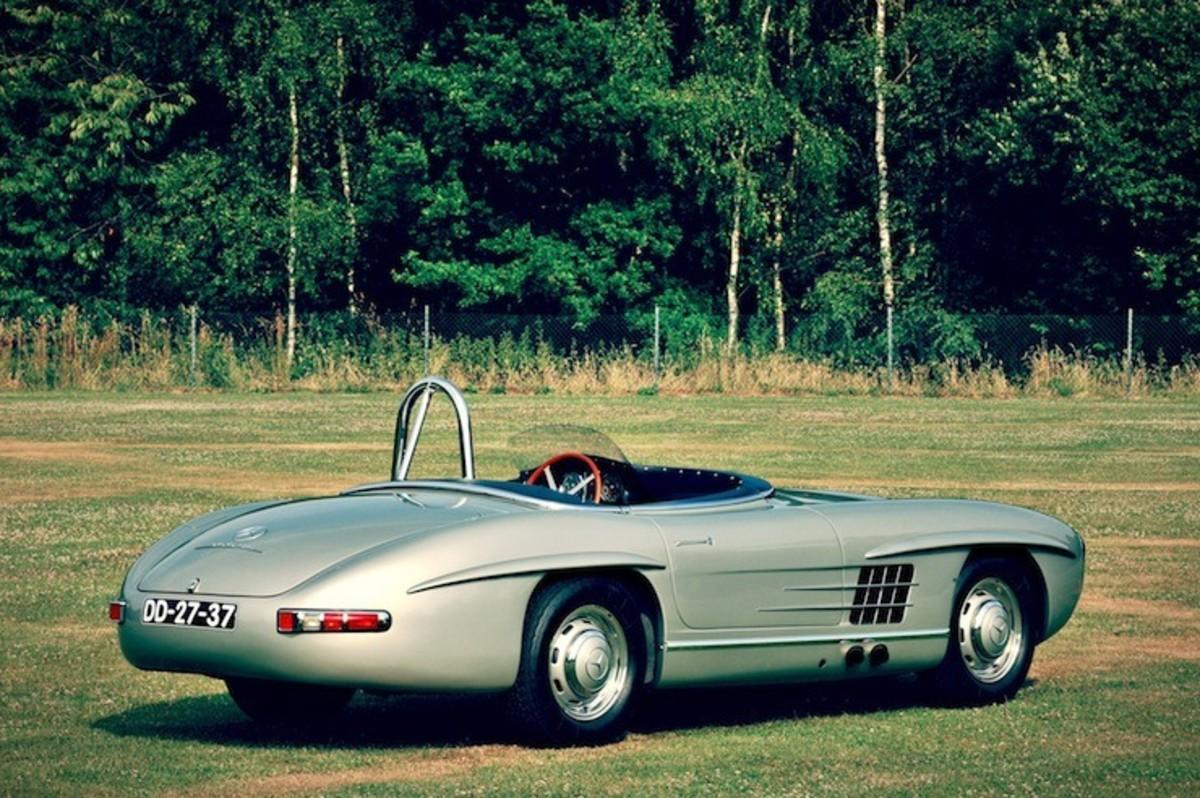 Mercedes-Benz-300-SLS-Racing-1