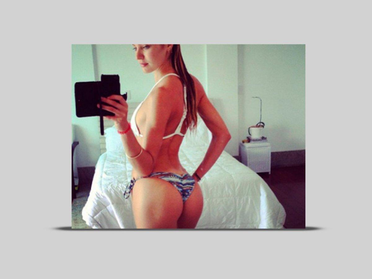 Hot-womens-selfies-candice-43