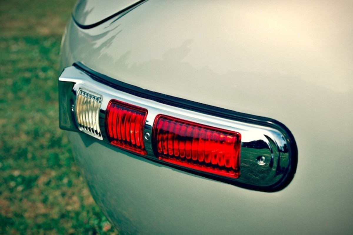Mercedes-Benz-300-SLS-Racing-tail-light