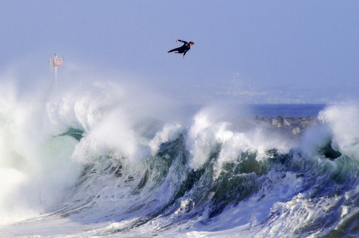 Big South Swell Hits the Wedge, Newport Beach!