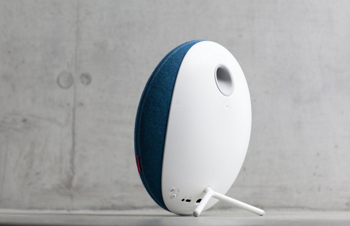 Libratone_Loop_IcyBlue_Concret_03_Maybe_verge_super_wide