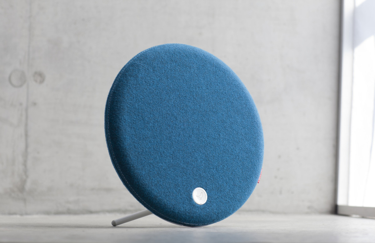 Libratone_Loop_IcyBlue_Concret_01_verge_super_wide