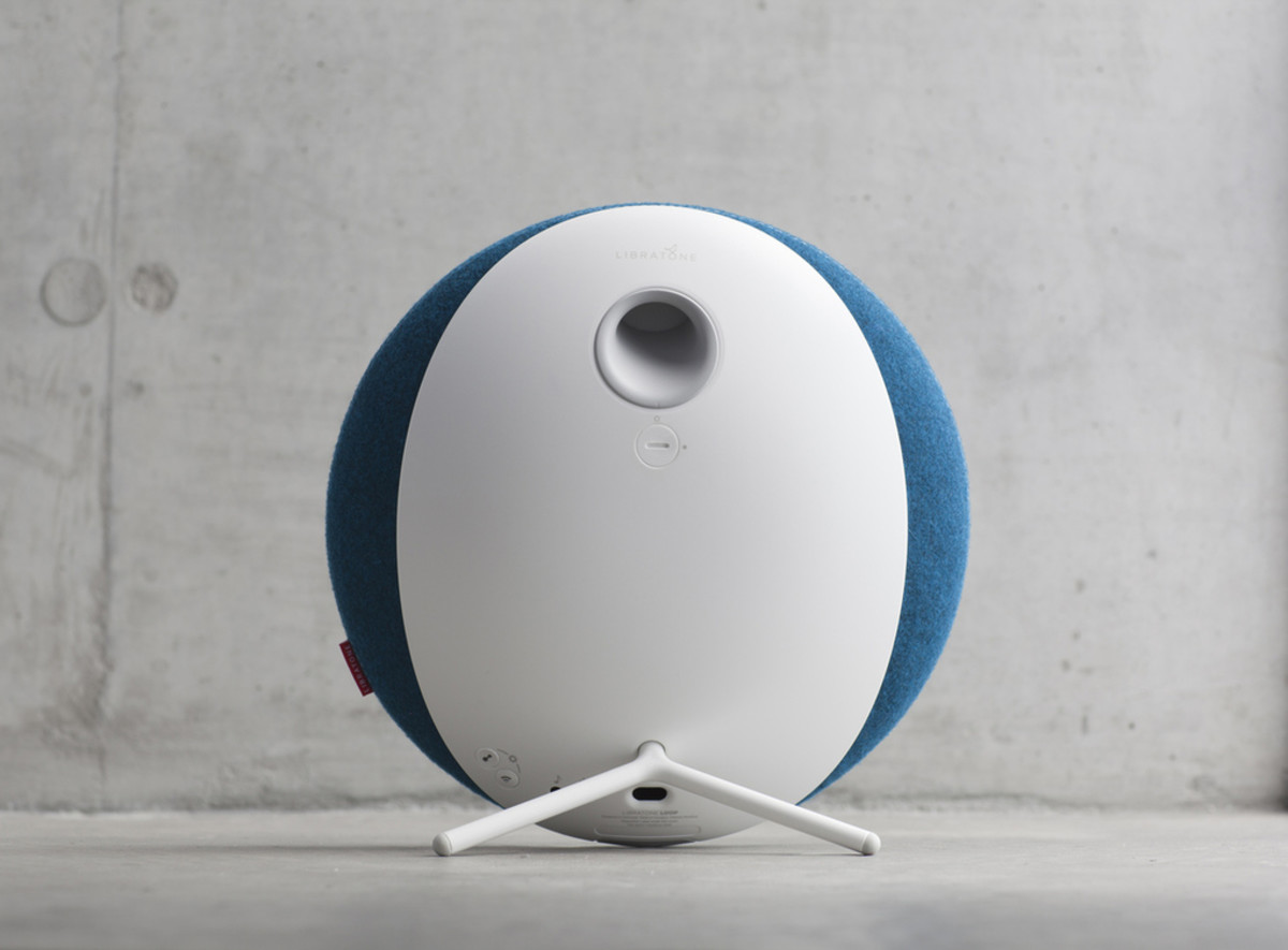 Libratone_Loop_IcyBlue_Concret_02_verge_super_wide