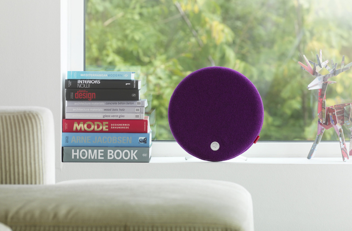 Libratone_Loop_PlumPurple_Window_verge_super_wide