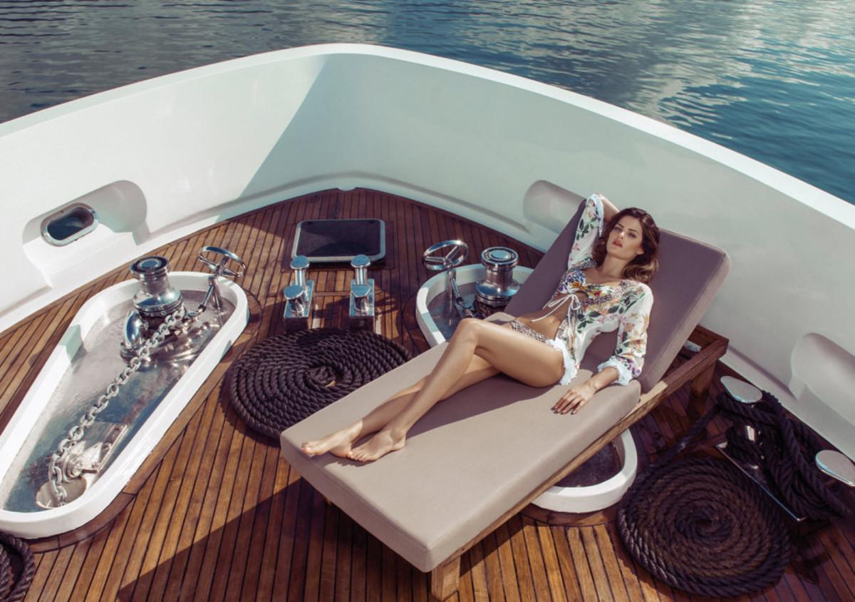 Isabeli-Fontana-Morena-Rosa-swimwear-18-1024x720