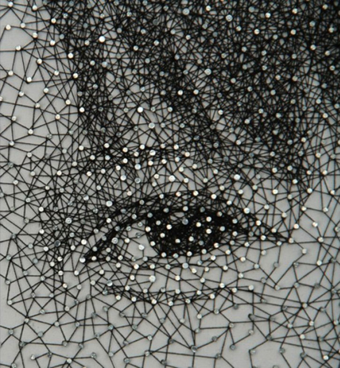 portraits-made-from-single-thread-wrapped-around-nails-kumi-yamashita-7