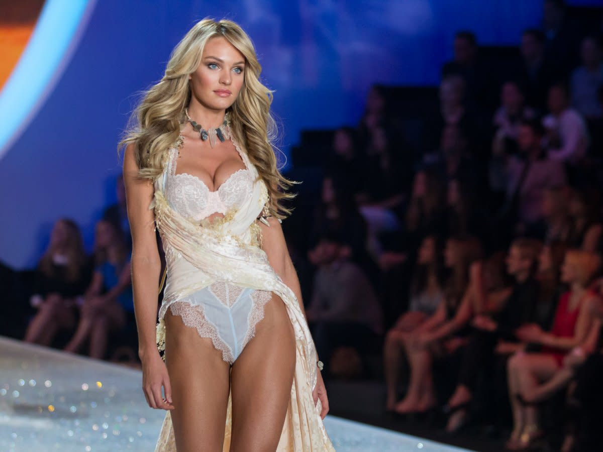 south-african-model-candice-swanepoel-stole-the-show