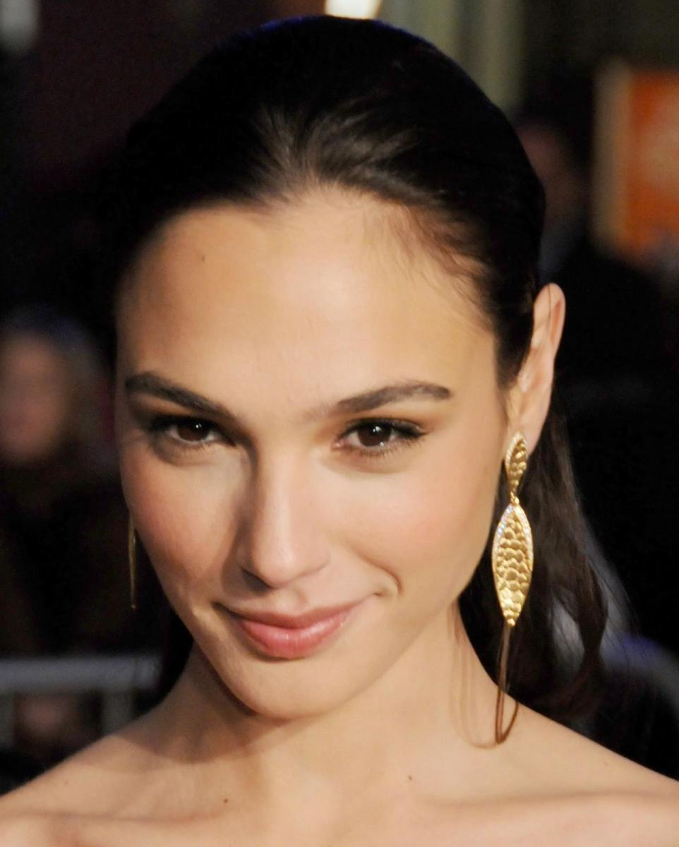 gal-gadot-the-fast-and-the-furious-la-premie-wallpaper-343889183