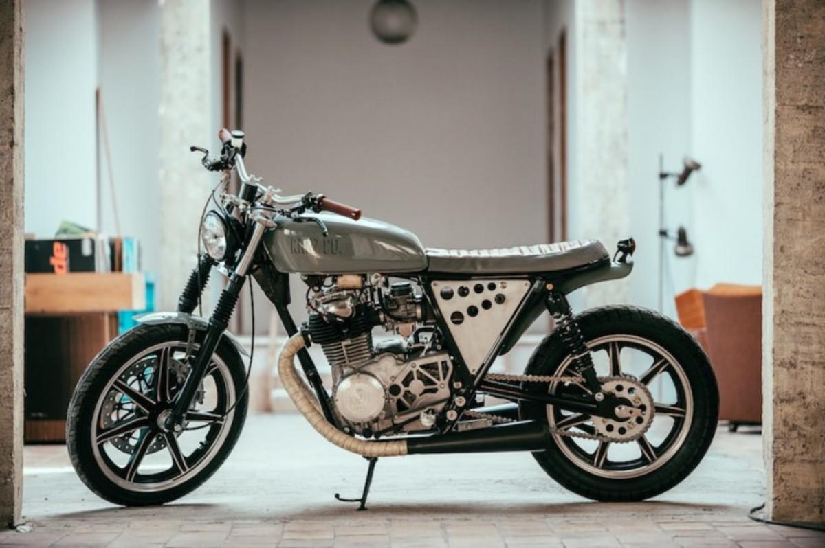 Yamaha-XS-400-Custom-1-740x492