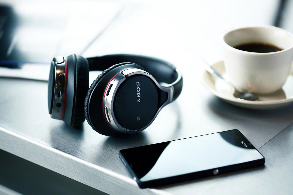 sony-mdr-10bt-nfc-headphones-1