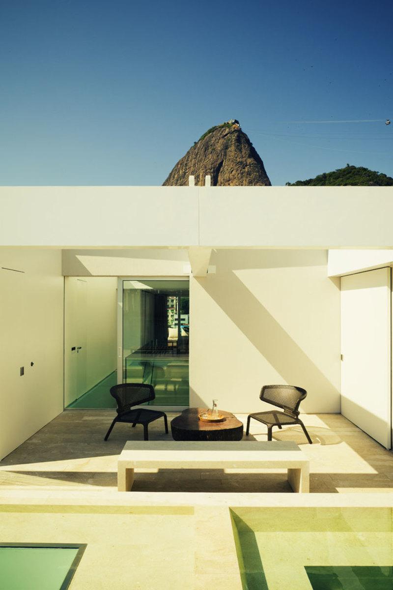 house-Urca-Rio-de-Janeiro-Brazil-by-arthur-casas-photo-by-matthieu-salvaing-yatzer-11