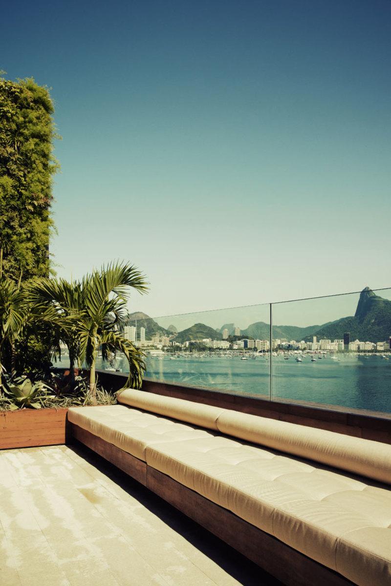 house-Urca-Rio-de-Janeiro-Brazil-by-arthur-casas-photo-by-matthieu-salvaing-yatzer-1