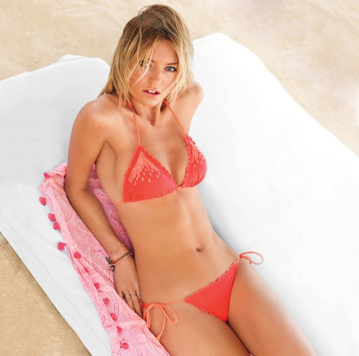 800x794x2014-victorias-secret-catalog14.jpg.pagespeed.ic.2rQ3sprOST