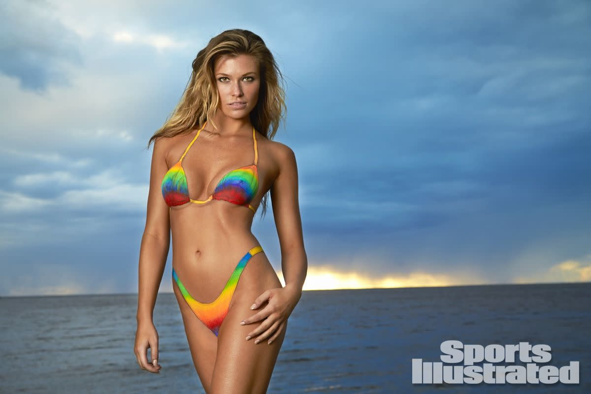 samantha-hoopes-in-sports-illustrated-2014-swimsuit-issue_19