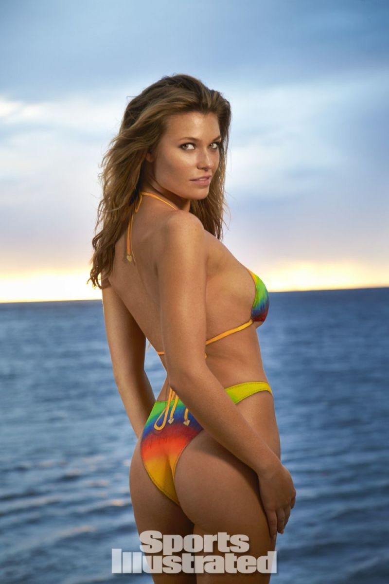 samantha-hoopes-in-sports-illustrated-2014-swimsuit-issue_21