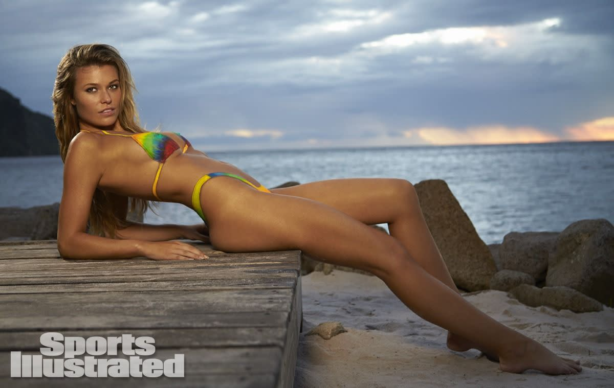 samantha-hoopes-in-sports-illustrated-2014-swimsuit-issue_27