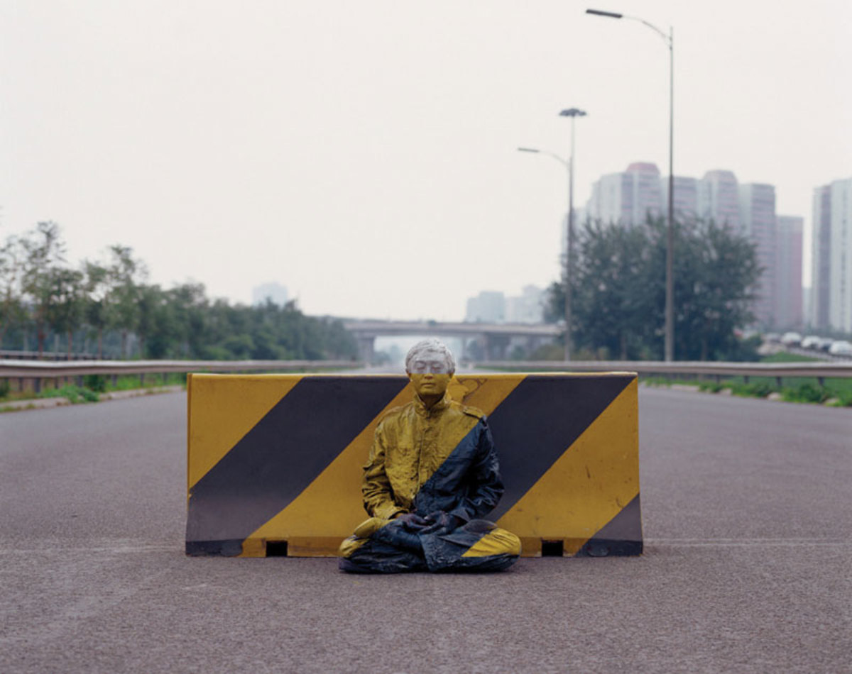 liu-bolin-art-hi-res-hide-in-the-city-china-camouflage-painting-4