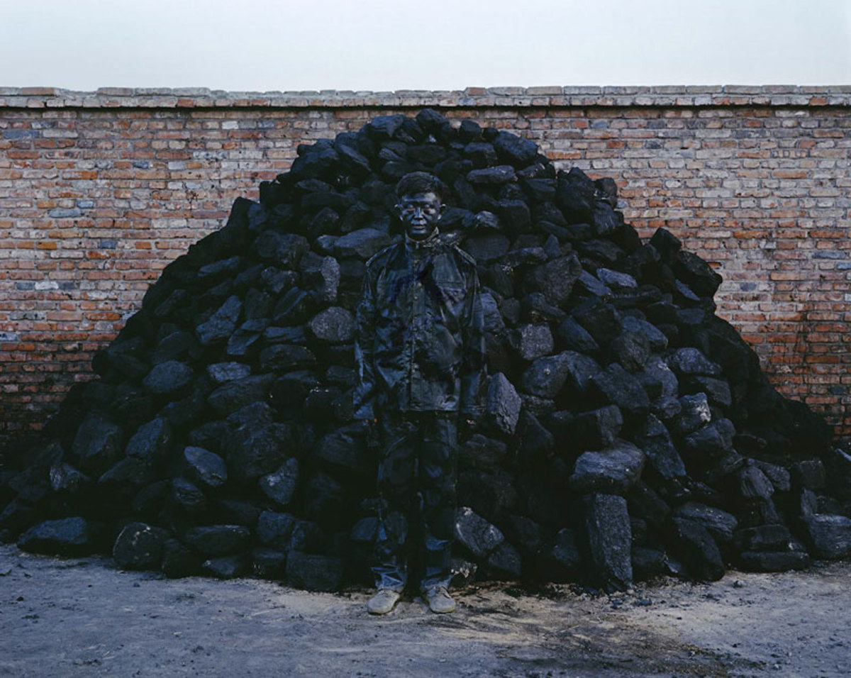liu-bolin-art-hi-res-hide-in-the-city-china-camouflage-painting-18