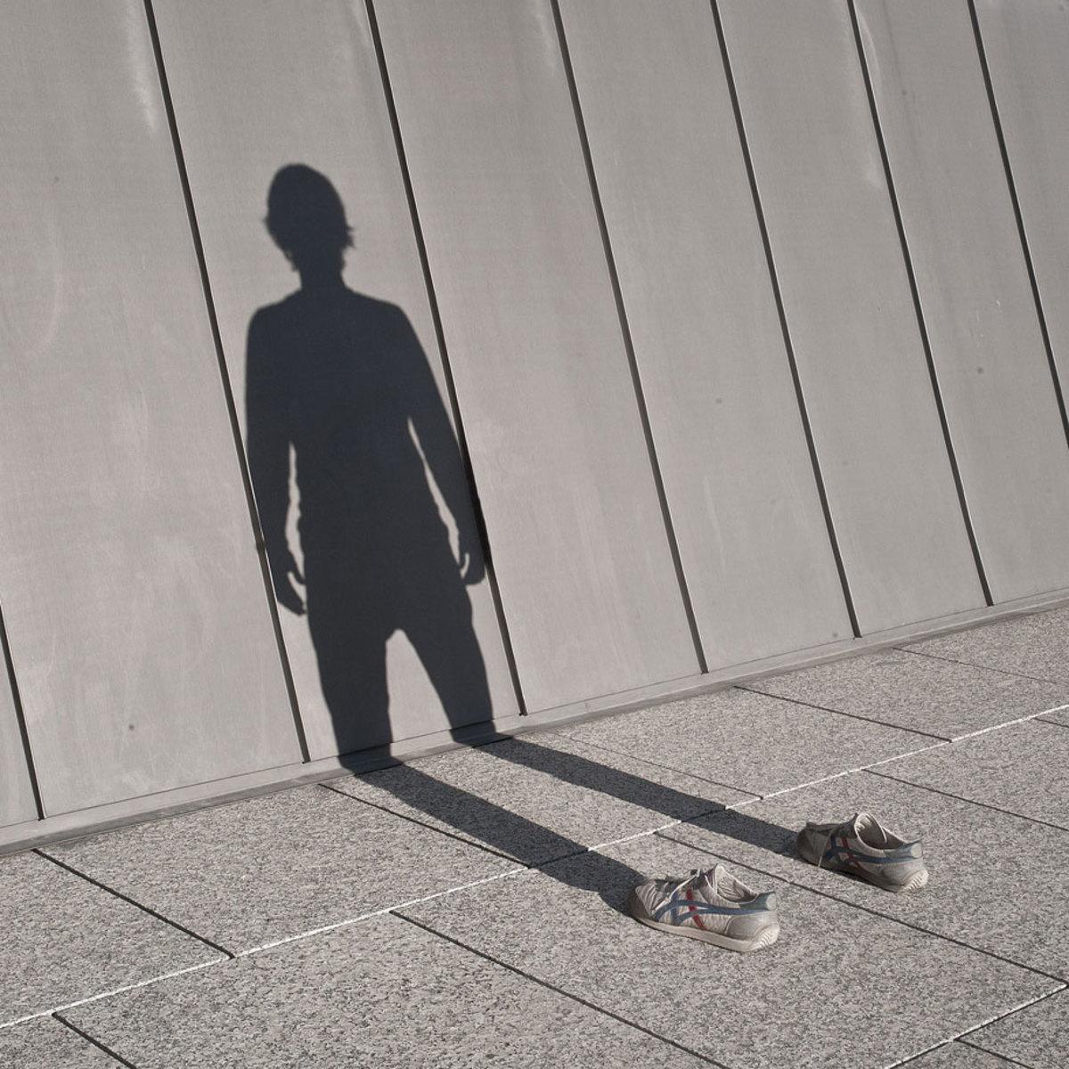 invisible-man-shadows-pol-ubeda-2