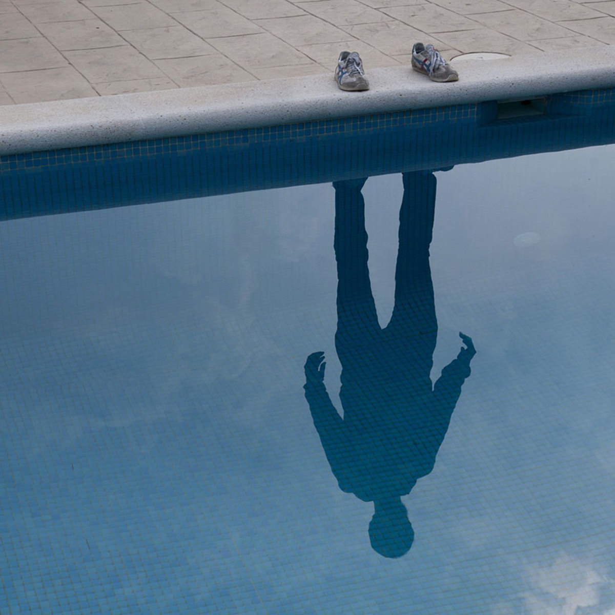 invisible-man-shadows-pol-ubeda-1