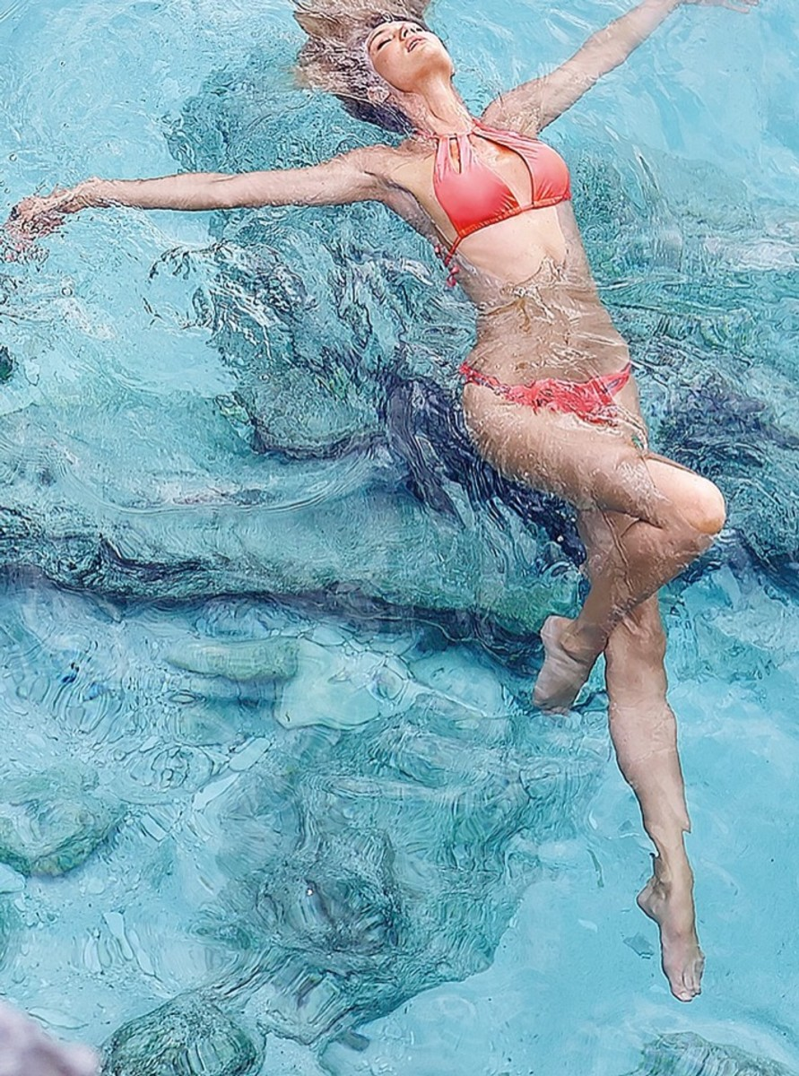 candice-swanepoel-bikini-shoot23