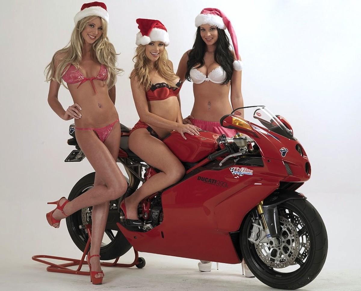 ducati999r-christmas-babes