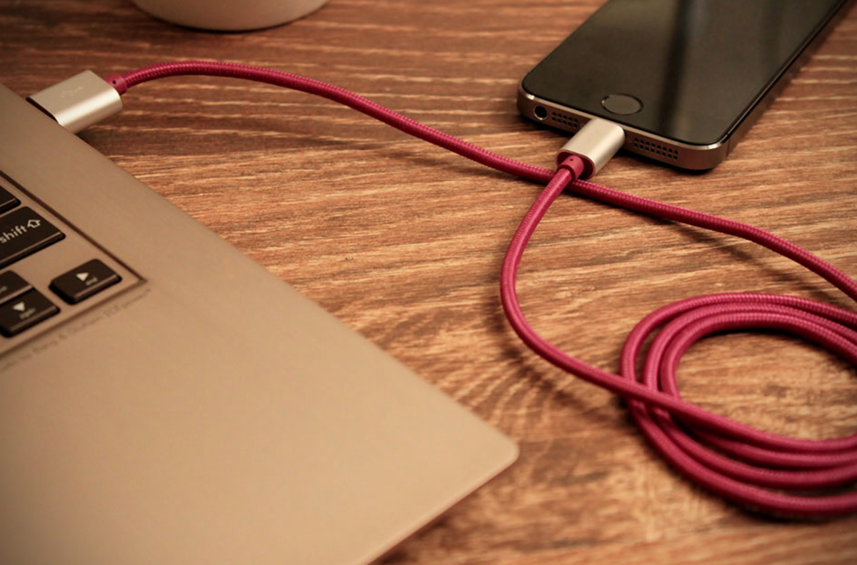 Good Looking Phone Chargers With Aluminum Tips And Fabric