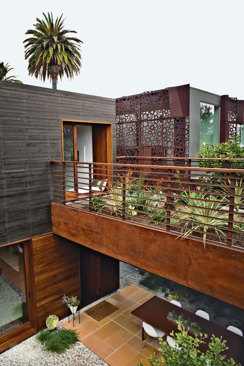 venice-home-exterior-outdoor-garden