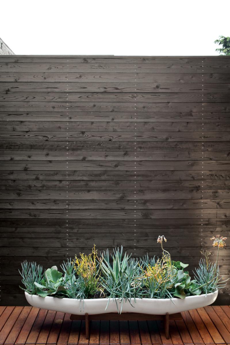 venice-home-exterior-planter