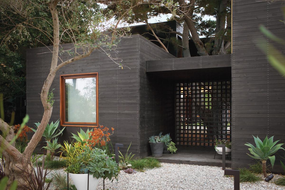 venice-home-exterior-garden