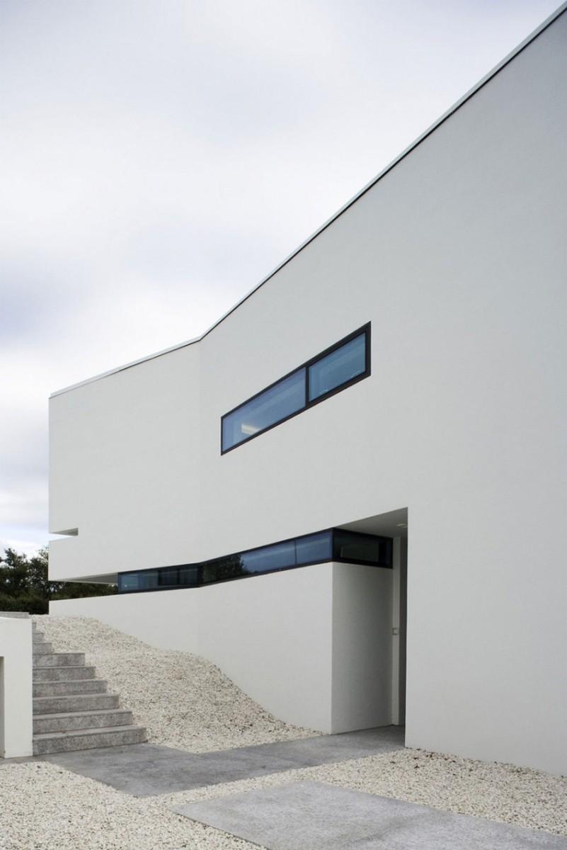 B25-House-03-850x1274
