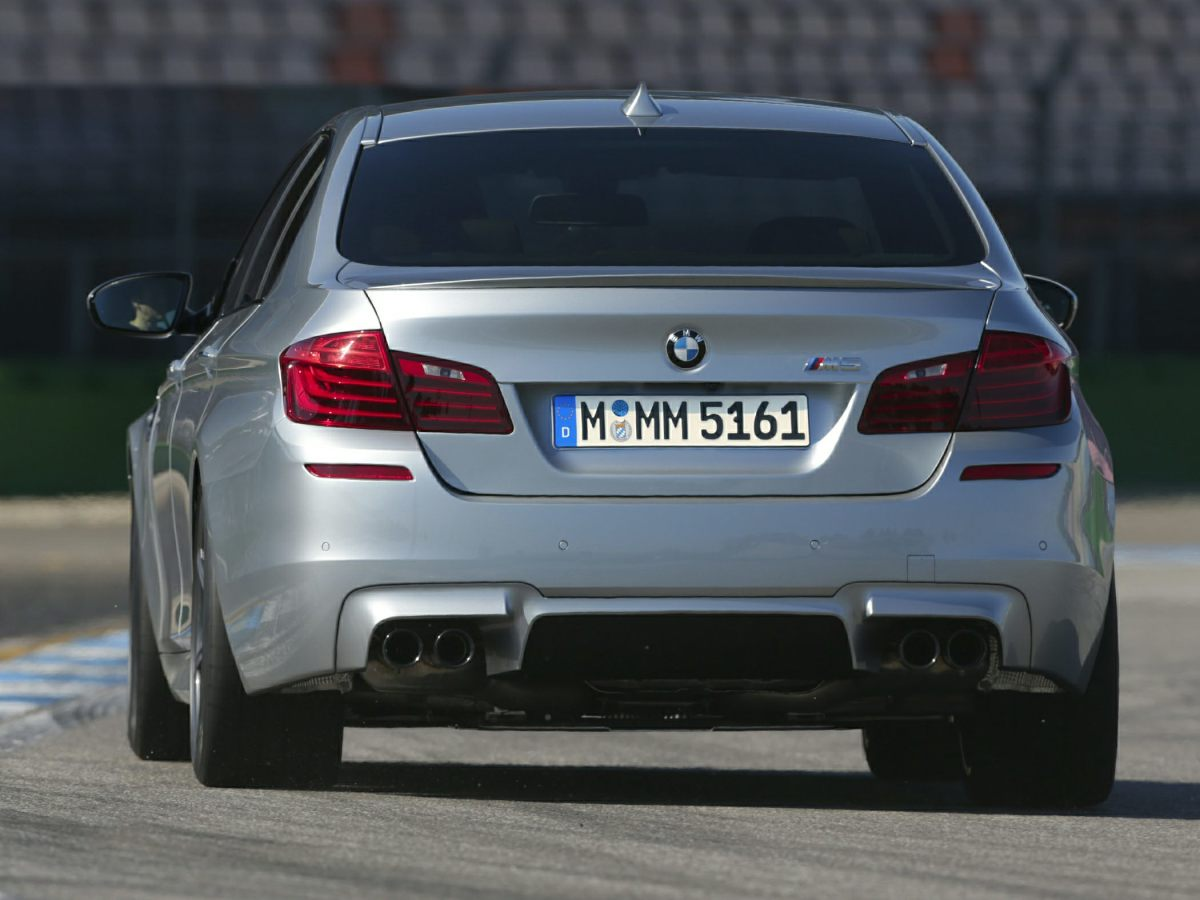 2014-BMW-M5-Sedan-Base-4dr-Rear-wheel-Drive-Sedan-Photo-3.png
