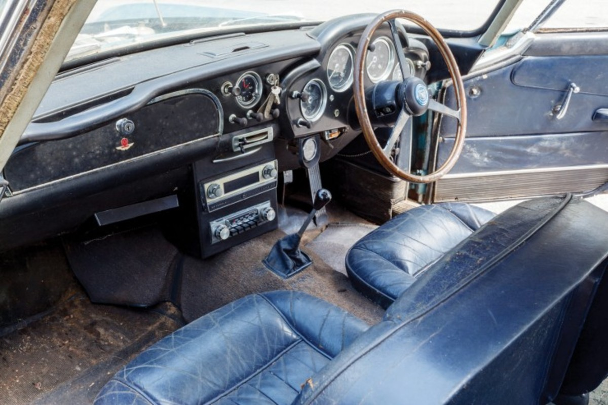 Aston_Martin_DB4_9-740x493