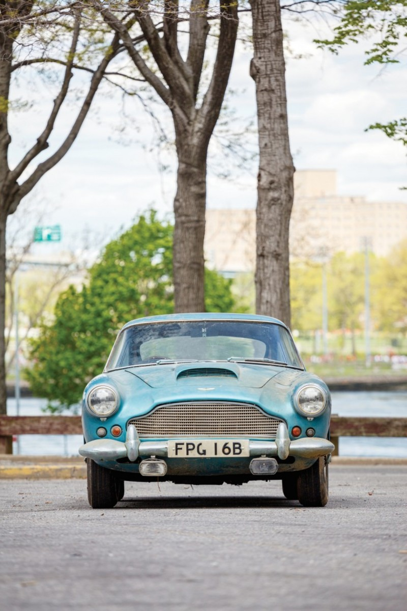 Aston_Martin_DB4_10-740x1110