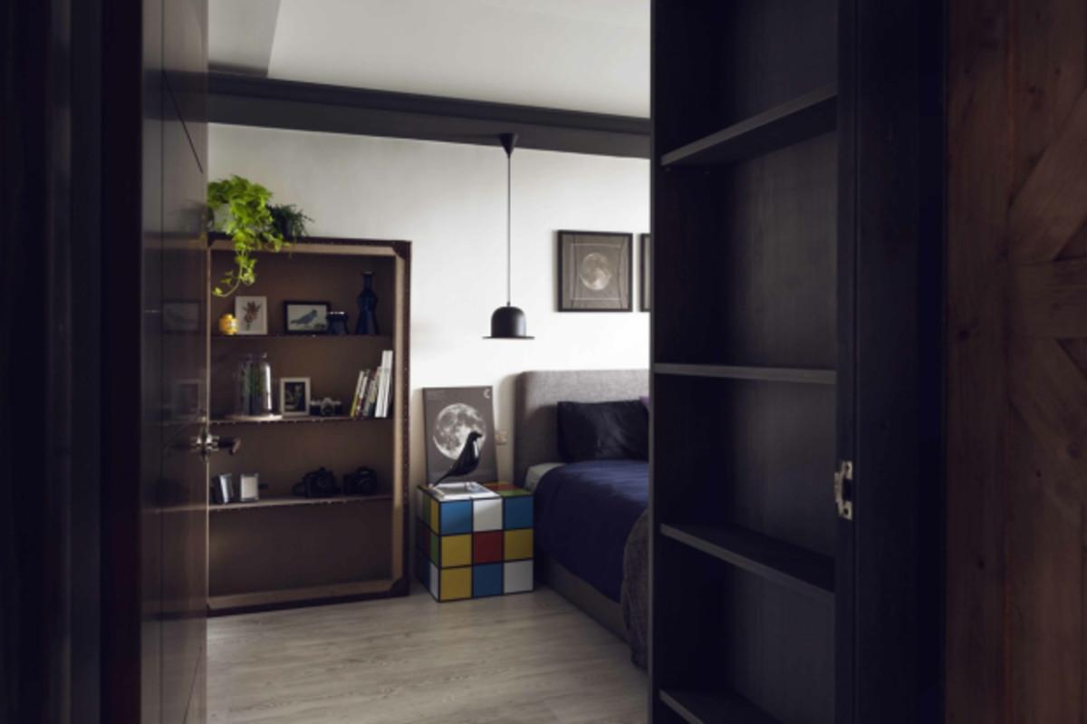 bachelor-bedroom