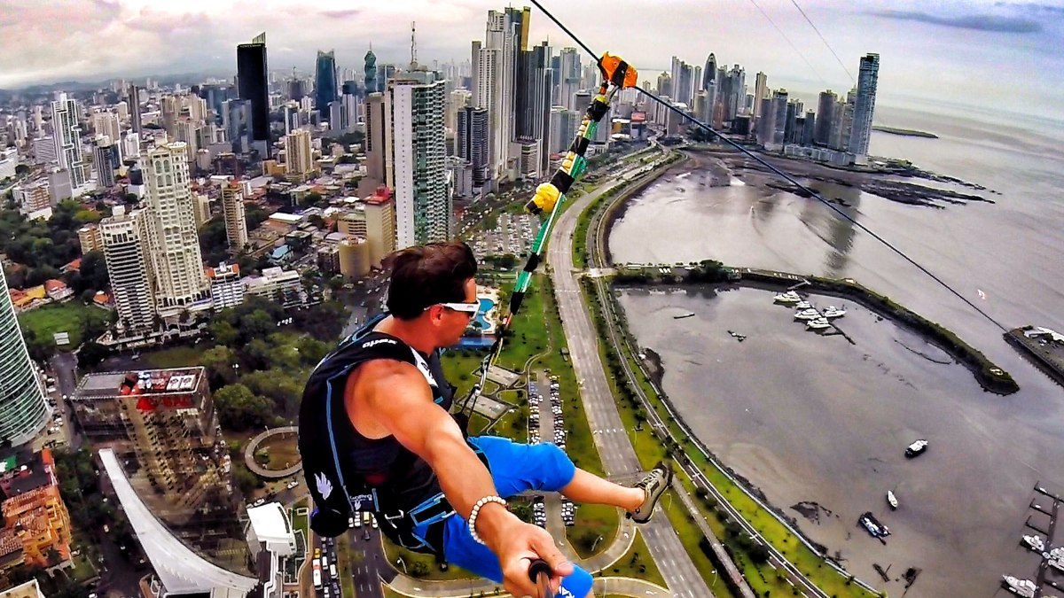 worlds-largest-urban-zip-line