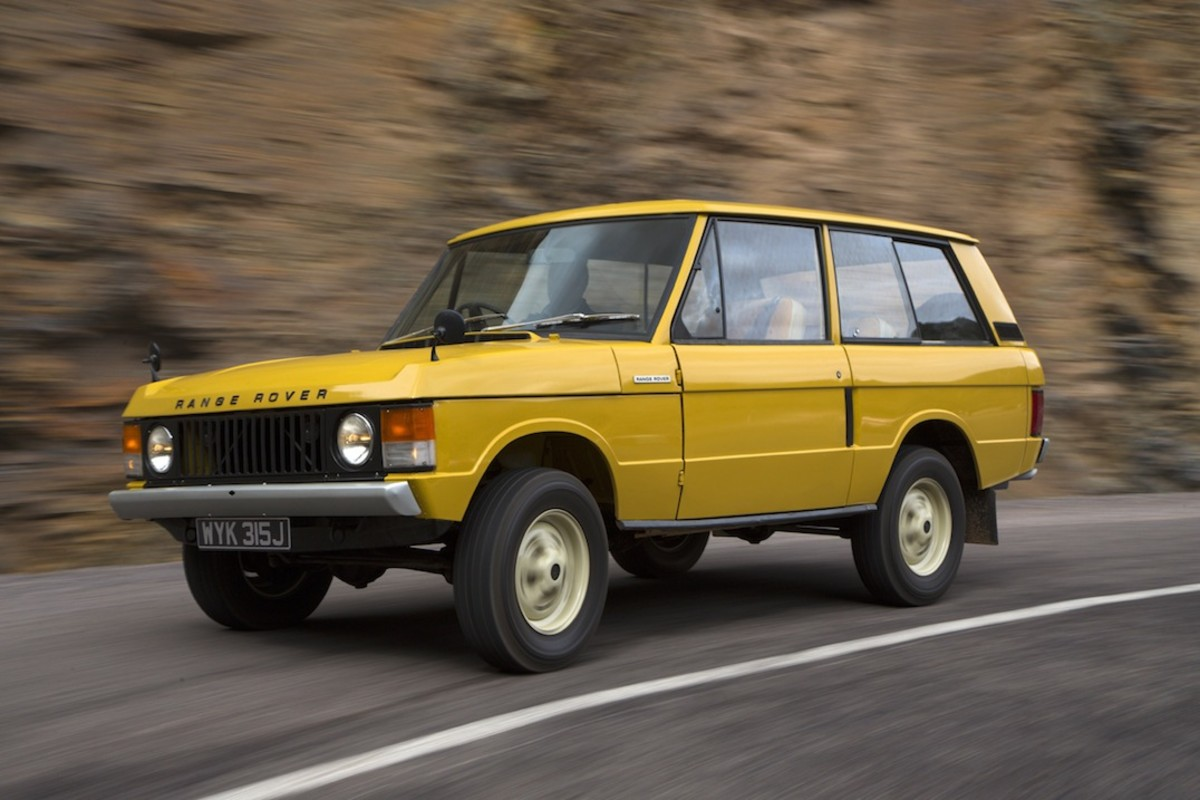 1971-Range-Rover-drivers-side-on-the-road