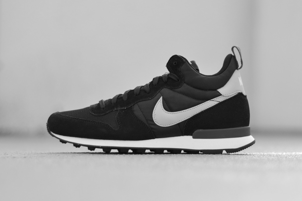 nike-internationalist-mid-black-1