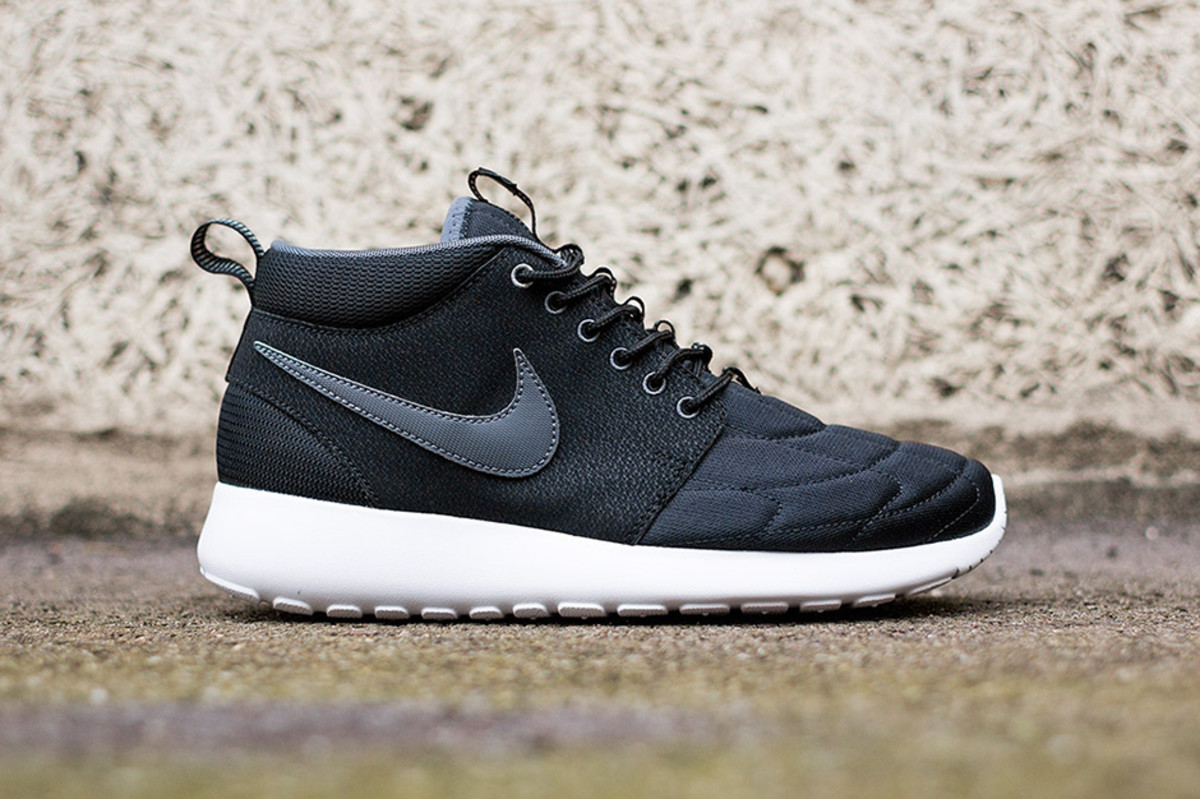 nike-roshe-run-mid-black-white-1