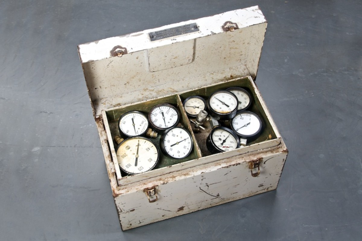 vintage-diving-spares-equipment-box