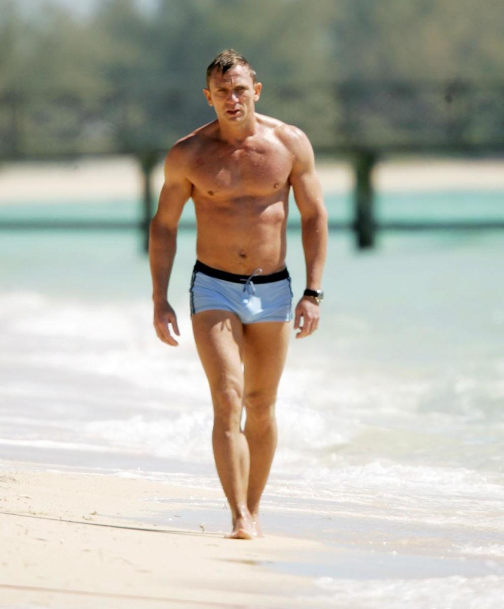 daniel-craig-swimsuit-casino-royale-bond-casino-royale-1280955795