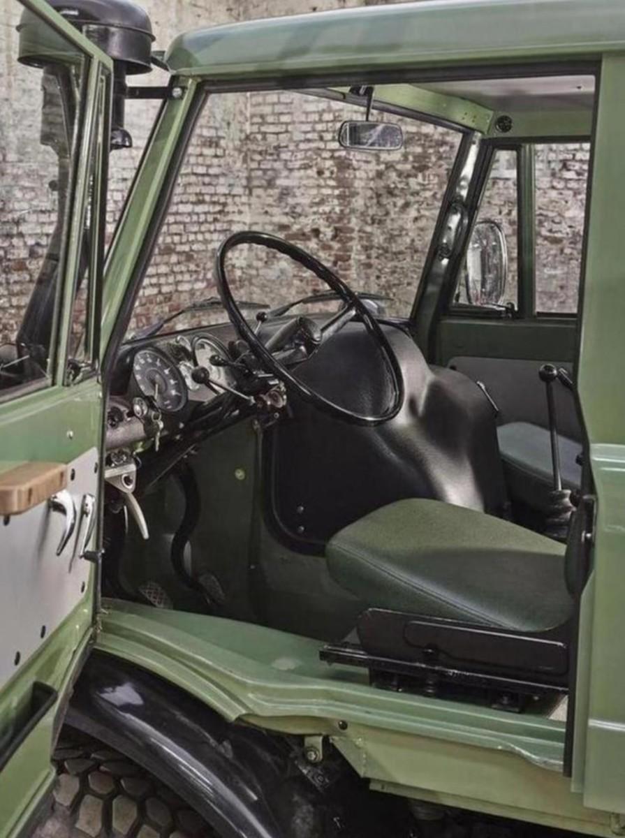 Mercedes-Benz-Unimog-Dashboard-740x992