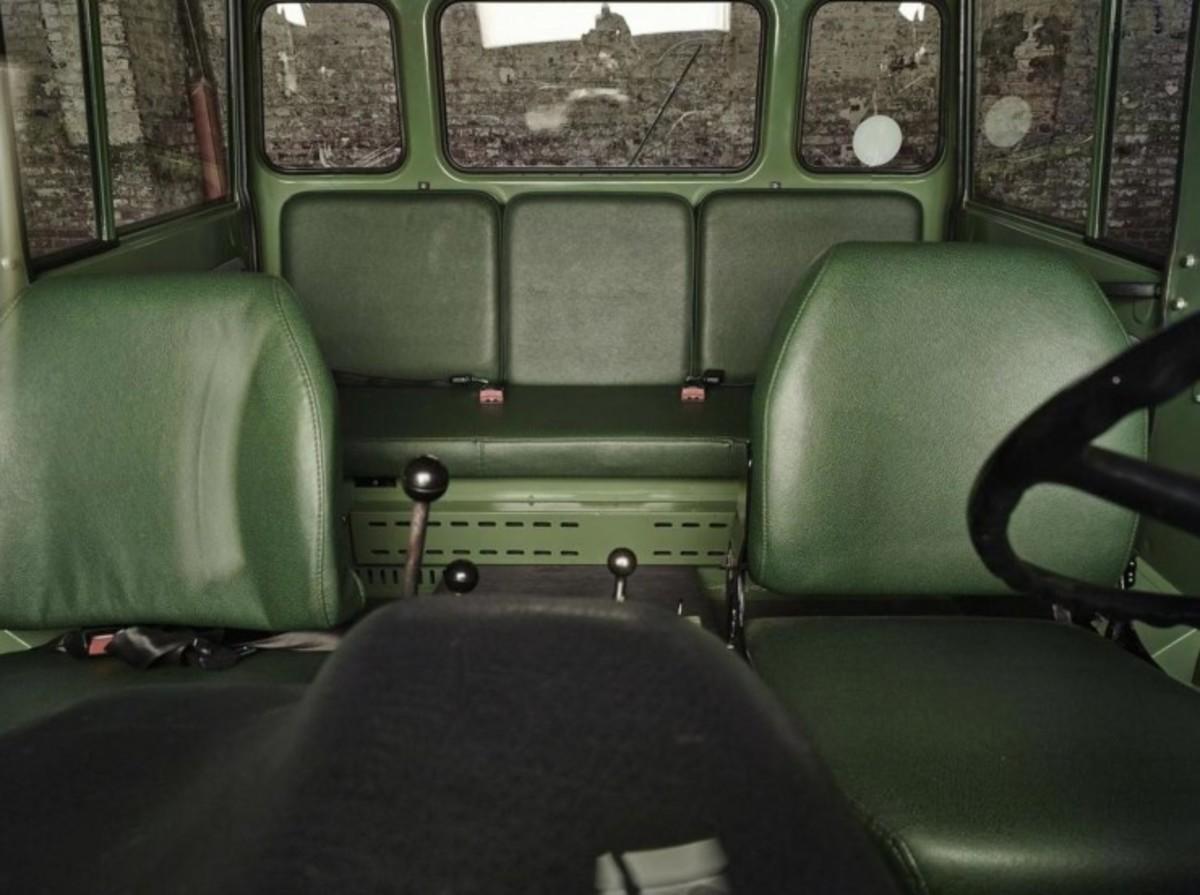 Mercedes-Benz-Unimog-Interior-740x552